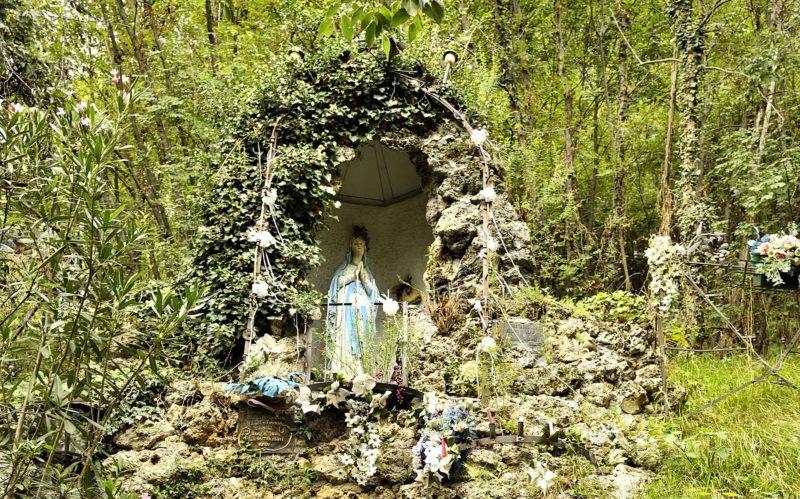 grotta della madonna di lourdes